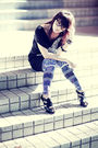 Black-top-blue-cotton-on-leggings-black-charles-keith-shoes