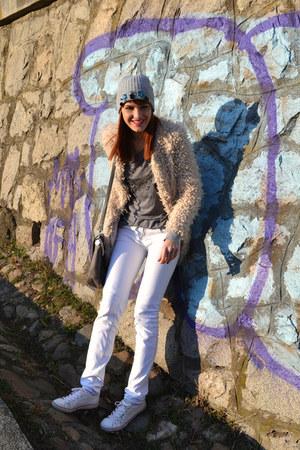 beige faux fur Zara coat