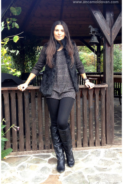 black Bershka boots - black Bershka coat - black Zara pants - gray Only blouse
