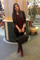 crimson Stradivarius boots - crimson H&M sweater - black H&M bag