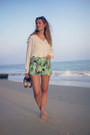Aquamarine-pull-bear-shorts-off-white-vila-blouse