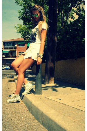 Zara shorts - green Ray Ban sunglasses - white Zara sneakers