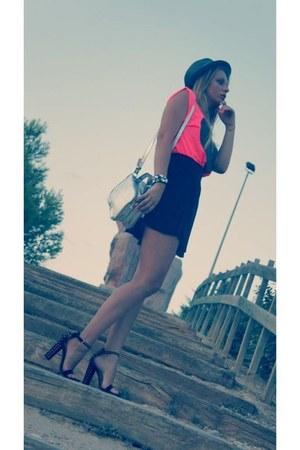 black H&M skirt - gray Primark hat - silver Stradivarius bag