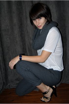 white Alexander Wang t-shirt - charcoal gray Old Navy pants - black Nine West sh