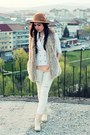 White-ripped-stradivarius-jeans-bronze-hat-cream-blazer-bronze-zara-bag