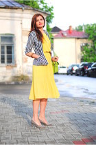 Yellow dress accompanied by stripes
