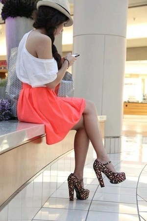 beige hat - white top - coral skirt