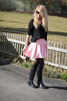 pink Zara skirt - rain boots - black New Yorker sweater - floral H&M necklace
