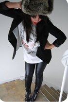Elena Gallen shirt - H&M blazer - H&M hat - Zara leggings