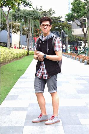 gray dc shoes boots - ruby red River Island shirt - gray Penshoppe shorts