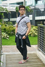 Hot-pink-forever-21-shirt-navy-ted-baker-bag-black-topman-pants
