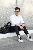 black convertible Lucid Moxie bag - white oxford Muji shirt