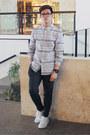 Heather-gray-stripes-guess-shirt-gray-jogger-zara-pants