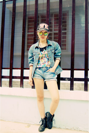 black floral print top - bubble gum hat - blue jean jacket - blue Mango shorts