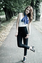 navy scarf - white top - black heels - black thrifted pants