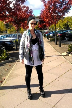 white H&M top - black Ebay shoes - black H&M hat - black Topshop leggings