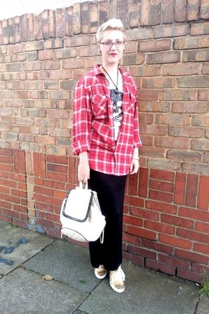 cream new look t-shirt - red new look shirt - ivory Primark bag