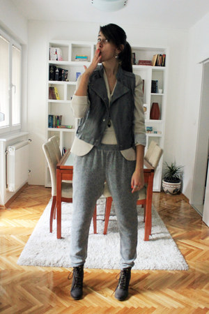heather gray Bershka vest - dark brown Zara boots - beige Stradivarius blazer