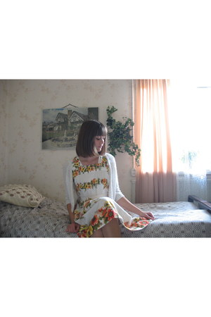 with flowers vintage dress
