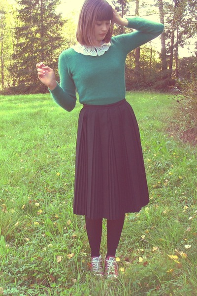 green lindex sweater - black thrifted skirt - crimson coonverse flats