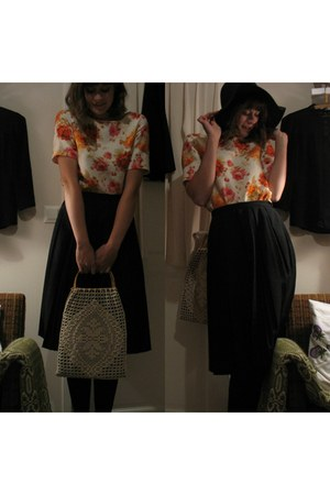 red rose pattern Zara shirt - black sunhat Stockmann hat