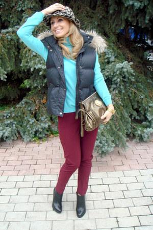 sky blue cashmere Glenfield sweater - heather gray Zara hat - tan Gucci bag
