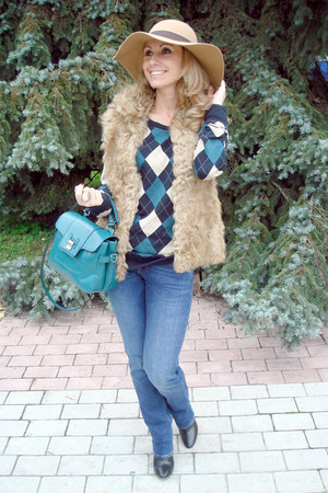 beige Zara vest - blue Zara jeans - beige Accessorize hat