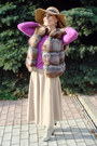 Light-brown-faux-fur-fendi-vest-camel-accessorize-hat-black-chanel-bag