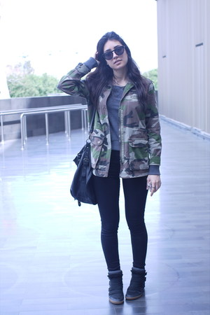 army green khaki Pull and Bear jacket - black jeggings Pull and Bear jeans
