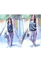 charcoal gray Zara shirt - salmon Ray Ban sunglasses - amethyst pull&bear pants