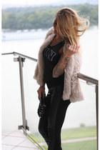 black gold details Hallhuber bag - light pink faux fur H&M jacket