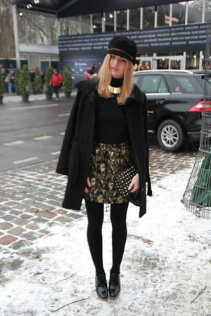 black black Eugenia Kim hat - black-gold Mango coat - black gold Zara bag