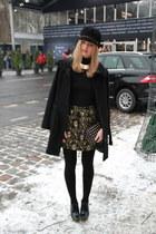 black black Eugenia Kim hat - black-gold Mango coat - black gold Zara bag