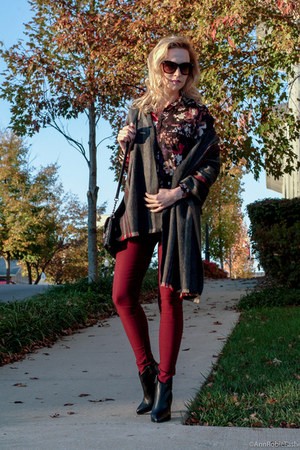 crimson floral print Loft shirt - black leather Vince Camuto boots
