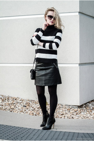 black leather Forever 21 skirt - black heels Vince Camuto boots