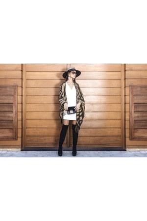 street style suiteblanco cape - suede mai piu senza boots - classic Uterque hat