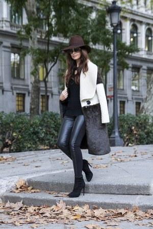 El Armario de Lulu coat - Zara boots - Zara hat - El Armario de Lulu sweater