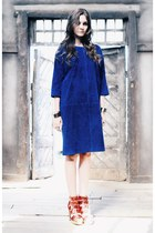 blue velvet Front Row Shop dress - blue leather Dsquared2 bag