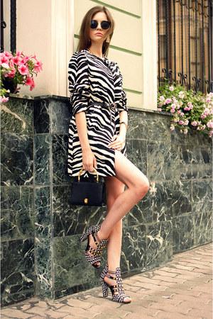 black snake skin vintage bag - black OASAP sunglasses - white Zara heels
