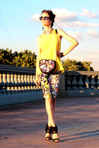navy Friends Shop skirt - yellow versace necklace