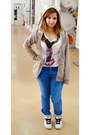 White-t-shirt-blue-jeans-beige-new-yorker-cardigan-white-sneakers