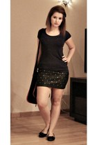 black leather skirt skirt - black bag - black flats - navy t-shirt