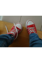 sky blue jeans - red sneakers