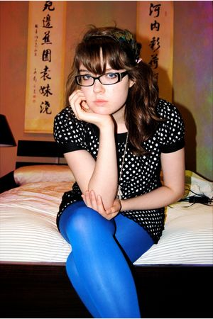 blue welovecolors tights - black Maggy London dress