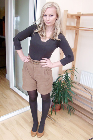 camel Zara shorts - camel kitten heels TK Maxx shoes - dark brown v-neck H&M top
