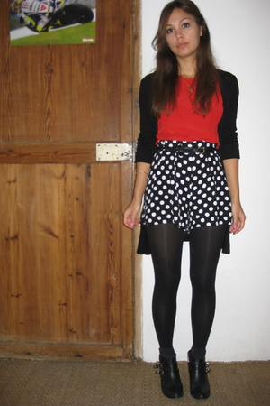 black Topshop shorts - red vintage top - black