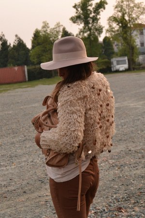 neutral wool sweater wwwromwecom sweater - beige hat Topshop hat