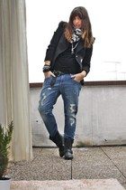 In the boyfriend jeans...
