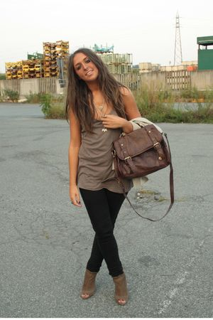 brown on sale Zara boots - brown basic top H&amp;M shirt