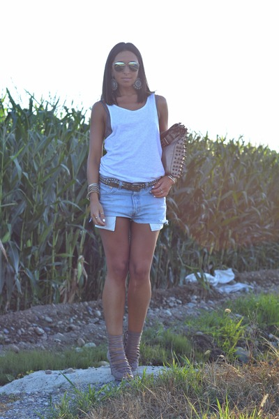 periwinkle Levis shorts - camel bronx wedges